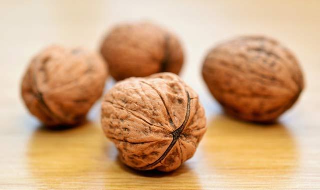 Польза грецких орехов для беременных женщин