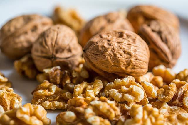 Какие орехи можно давать детям разного возраста. Можно ли детям орехи: чем полезны и какие лучше