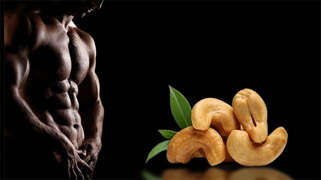 Кешью для мужчин позволяет увеличивать тонус мышц, восполняет потерю энергии. Полезные орехи – это сильный афродизиак, при употреблении в шоколадной оболочке они легко справляются со стрессом и депрессивными состояниями. Они хорошо борются с голодом и помогают не набирать лишние килограммы – достаточно нескольких орешков, съеденных в качестве перекуса.